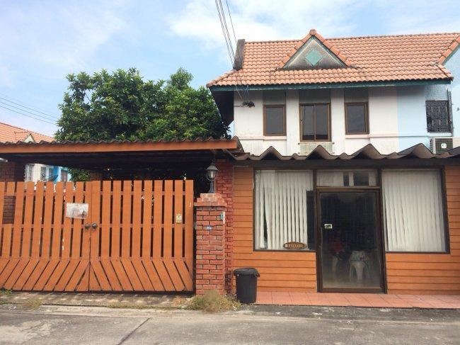 ขายบ้าน ทาวน์เฮ้าส์2ชั้น-หมู่บ้านแฟมิลี่ปาร์ค(นาป่าชลบุรี)